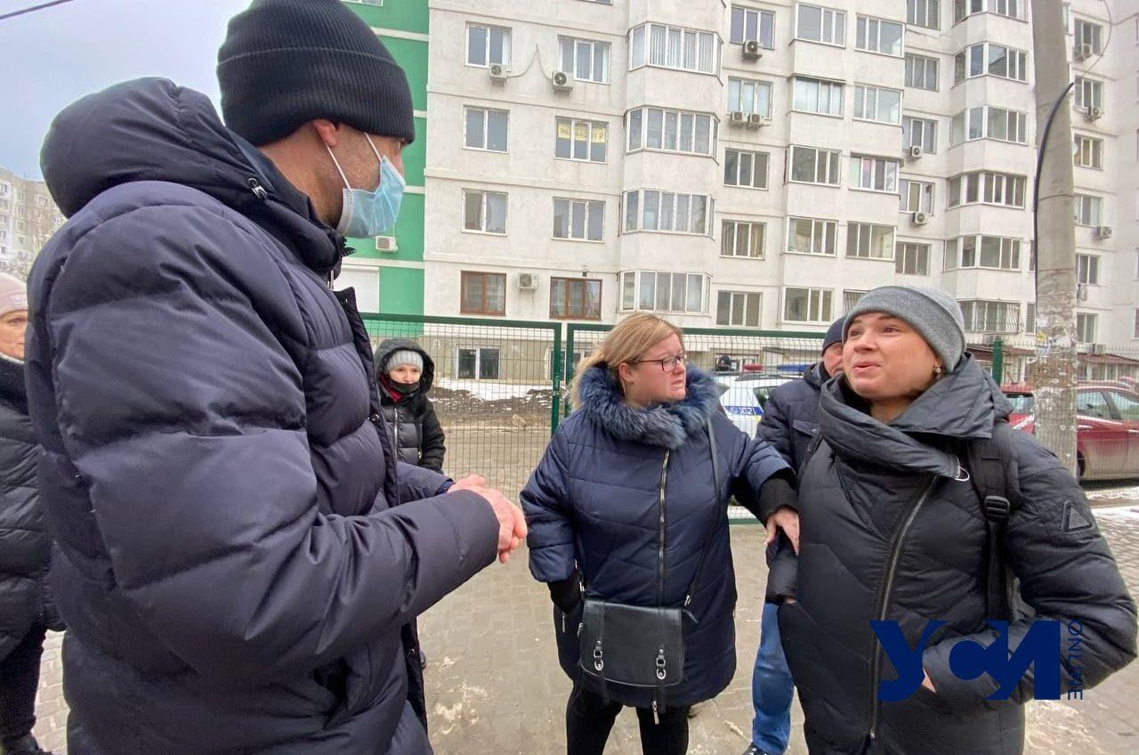У жителей ЖК «Суворовский-1» решили отобрать придомовую территорию (фото) «фото»