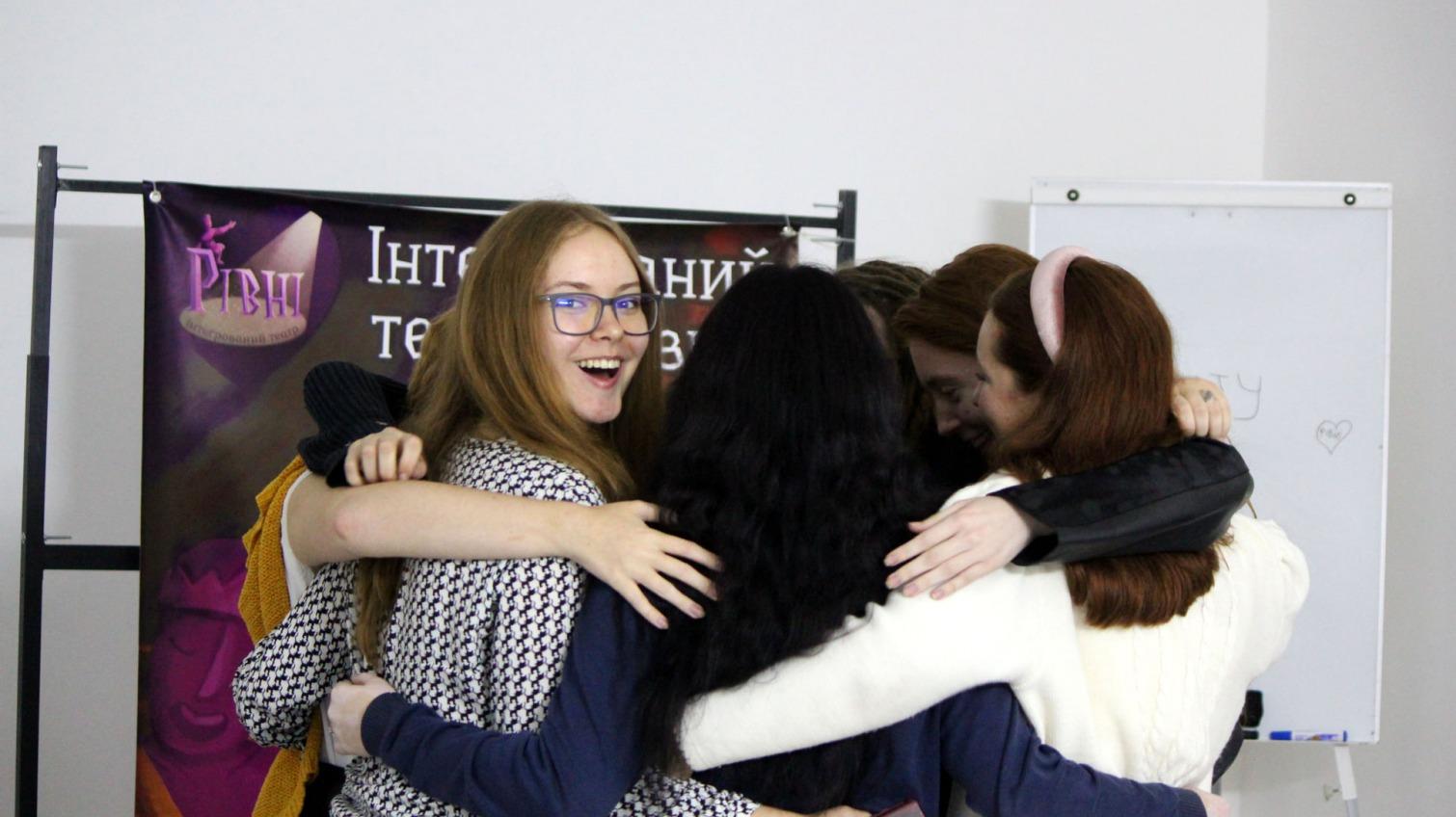 Одесситов просят поддержать театр «Рівні» для молодежи с нарушениями слуха «фото»