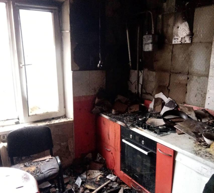 На поселке Котовского дотла сгорела кухня в квартире (фото) «фото»