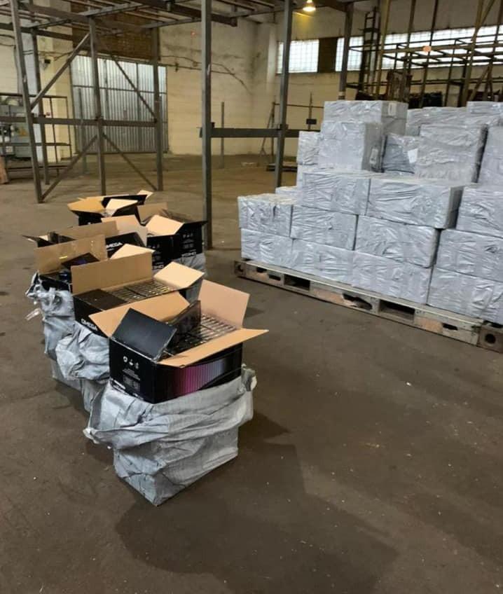 100 тысяч пачек: в Одессу самолетом доставили контрабандные сигареты из ОАЭ (фото) «фото»