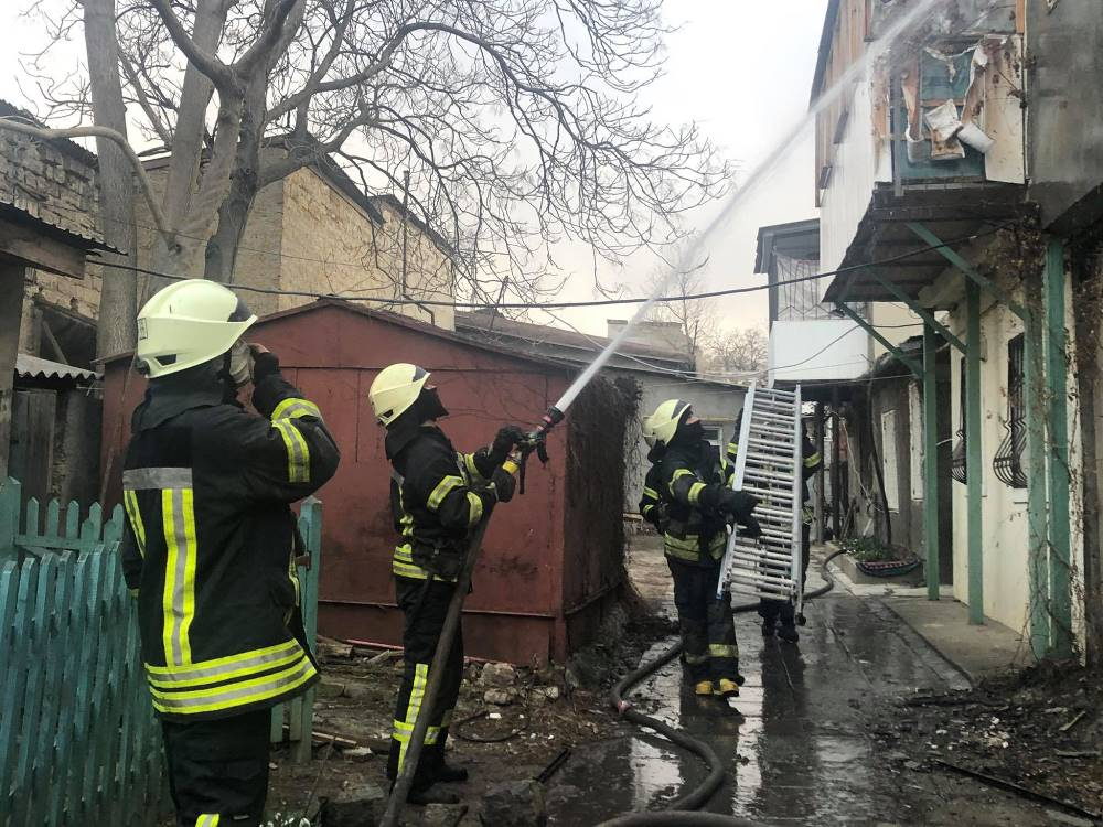 На Молдаванке экипажи 5 пожарных машин тушили жилой дом (фото) «фото»