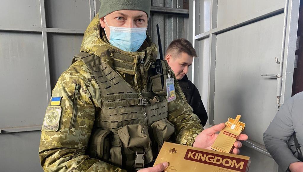 20-миллионный груз: в Черноморск под видом салфеток привезли сигареты (фото) «фото»