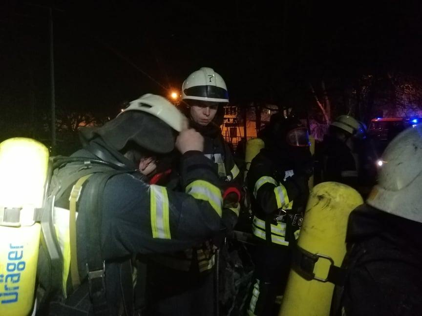 Ночью на Адмиральском эвакуировали жильцов дома из-за пожара (фото) «фото»