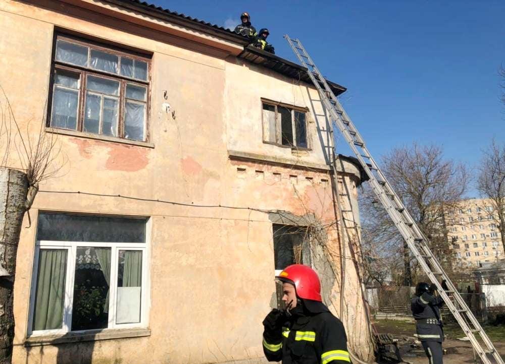 На Николаевской дороге горела крыша здания «Горзелентреста» (фото) «фото»