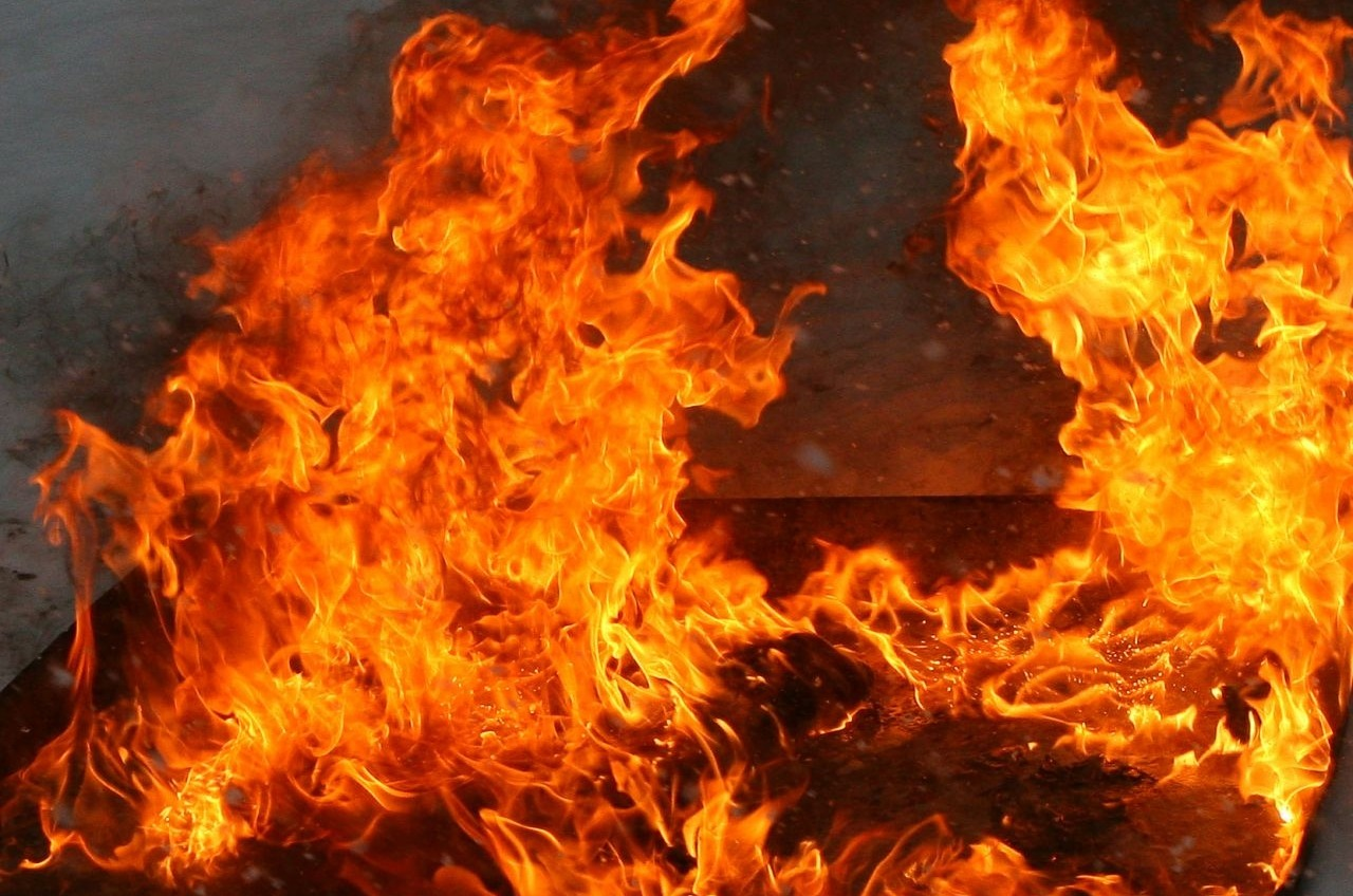 На Фонтане горела заброшка: в огне пострадала девушка «фото»