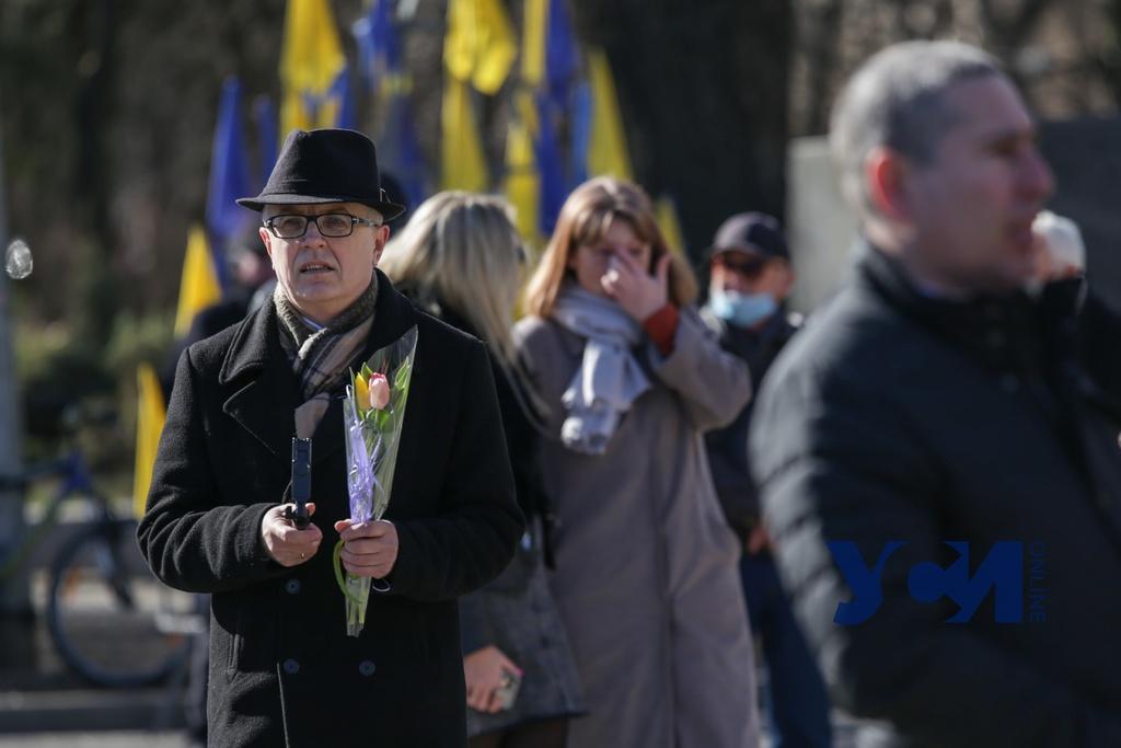 207 лет Кобзарю: у памятника Тарасу Шевченко прошло возложение цветов (фото) «фото»