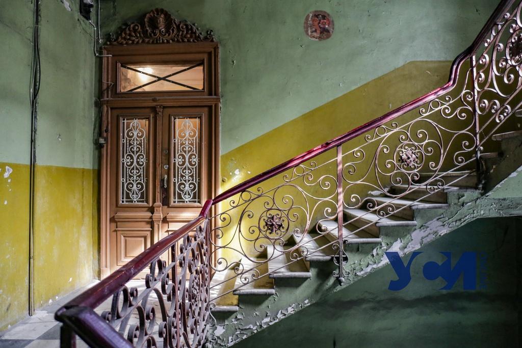 За обычным фасадом: величественный дом на Большой Арнаутской переживает упадок (фото) «фото»