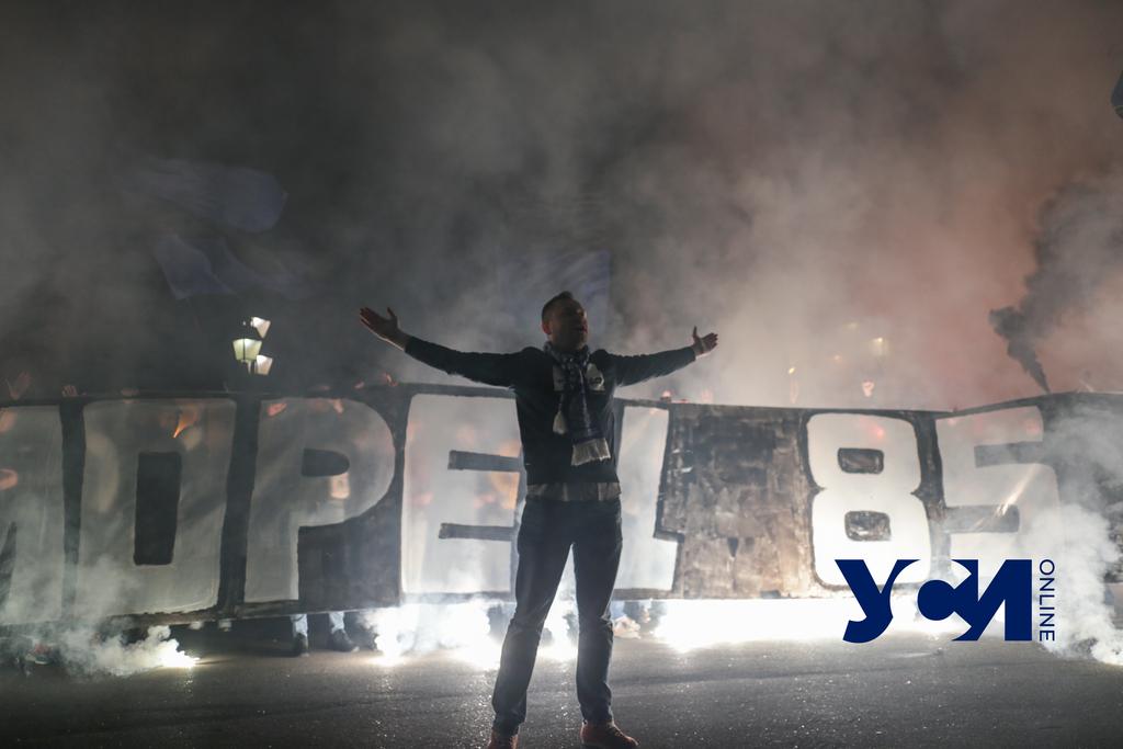 Фанаты ярко поздравили одесский «Черноморец» и встретились с командой (фото, видео) «фото»