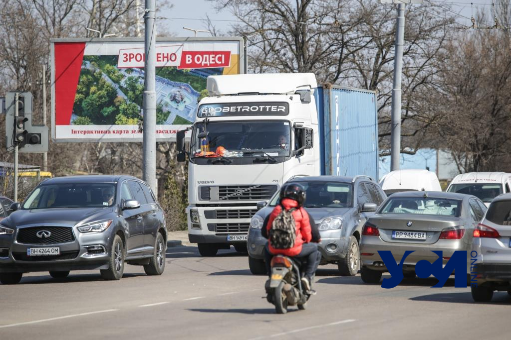Почти без нарушений: движение на Ивановском мосту перед ремонтом (фото) «фото»
