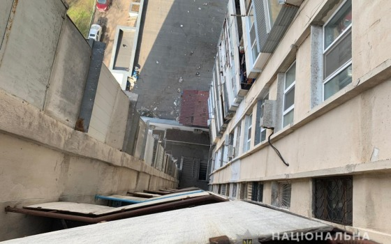 На Заболотного 18-летний парень спрыгнул с балкона высотки (фото) «фото»