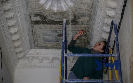 В Одессе восстанавливают вековую потолочную роспись (фото) «фото»