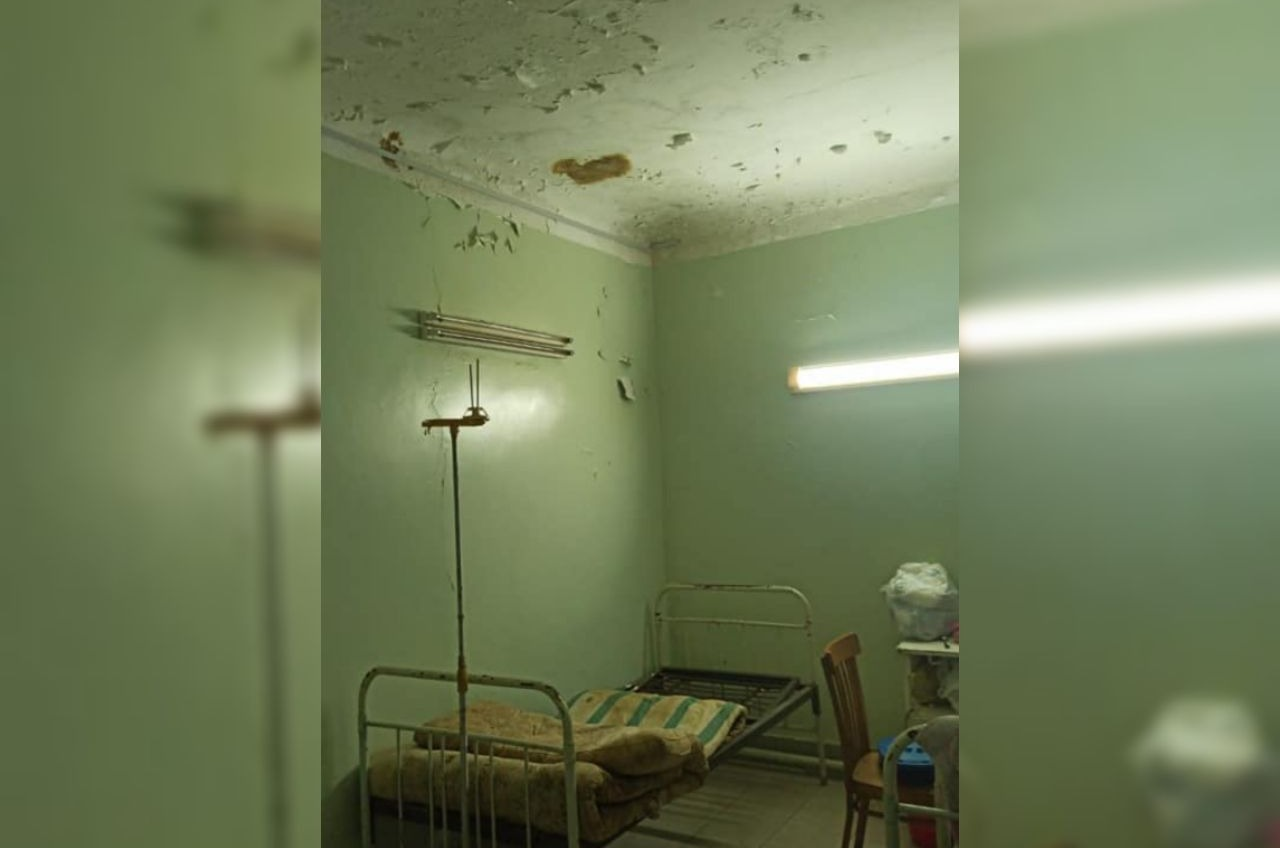 В палатах «инфекционки» в Белгороде-Днестровском – плесень и крошащийся потолок (фото) «фото»