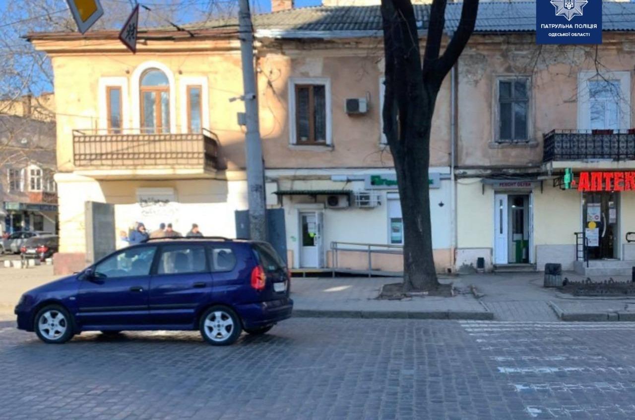На Соборке автомобиль наехал на женщину (фото) «фото»