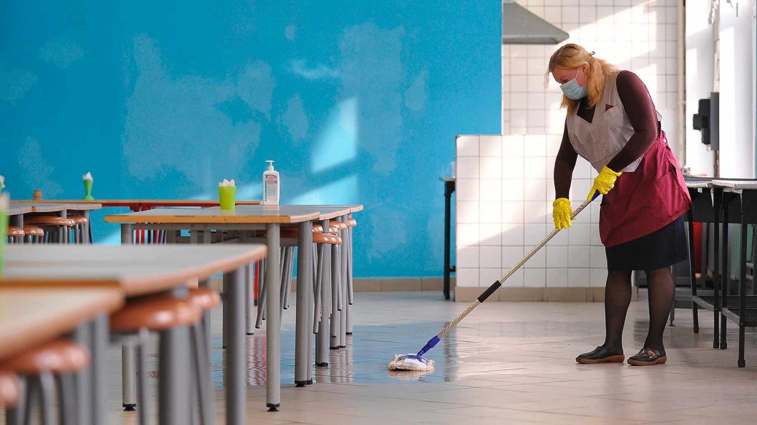 В Болградской школе уборщица воровала у детей телефоны (фото) «фото»