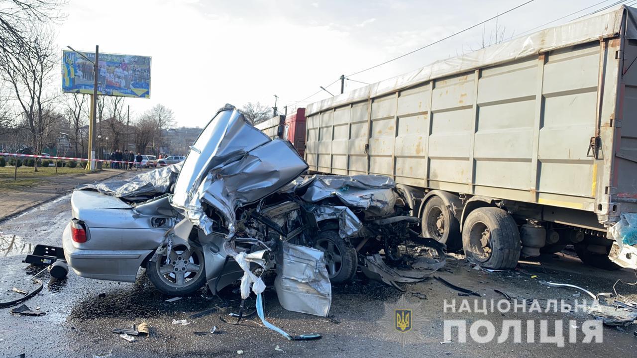 В Балте авто влетело в грузовик: есть погибшие (фото) Обновлено «фото»