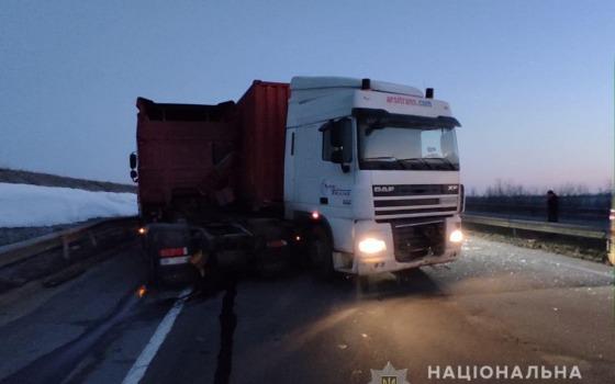 Смертельное ДТП на трассе Киев-Одесса: столкнулись 2 фуры (фото) «фото»