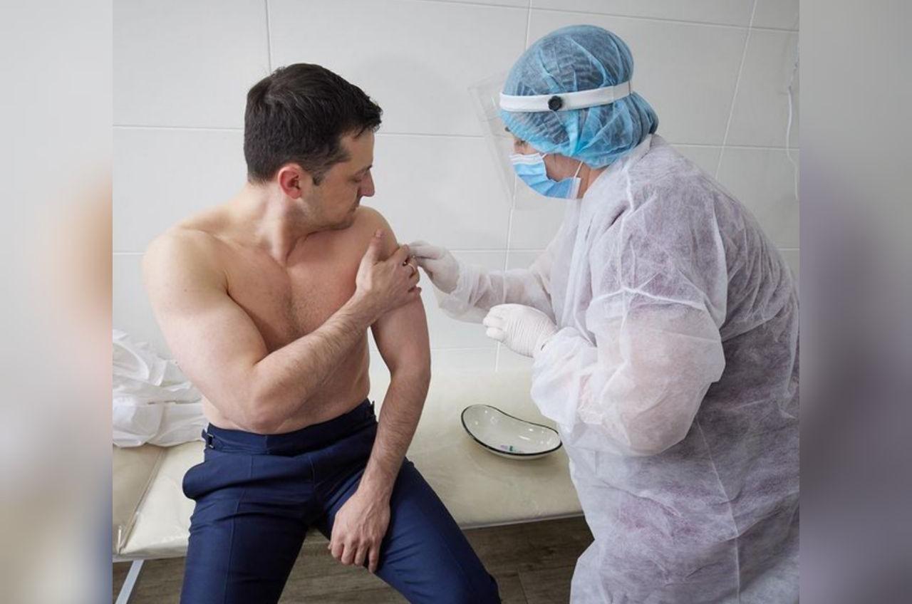 Зеленский привился индийской вакциной от COVID-19 «фото»