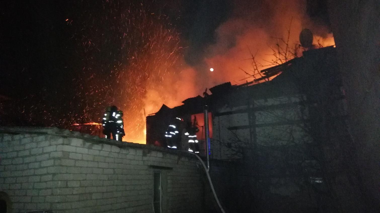 В Одессе горели сразу два частных дома (фото) «фото»