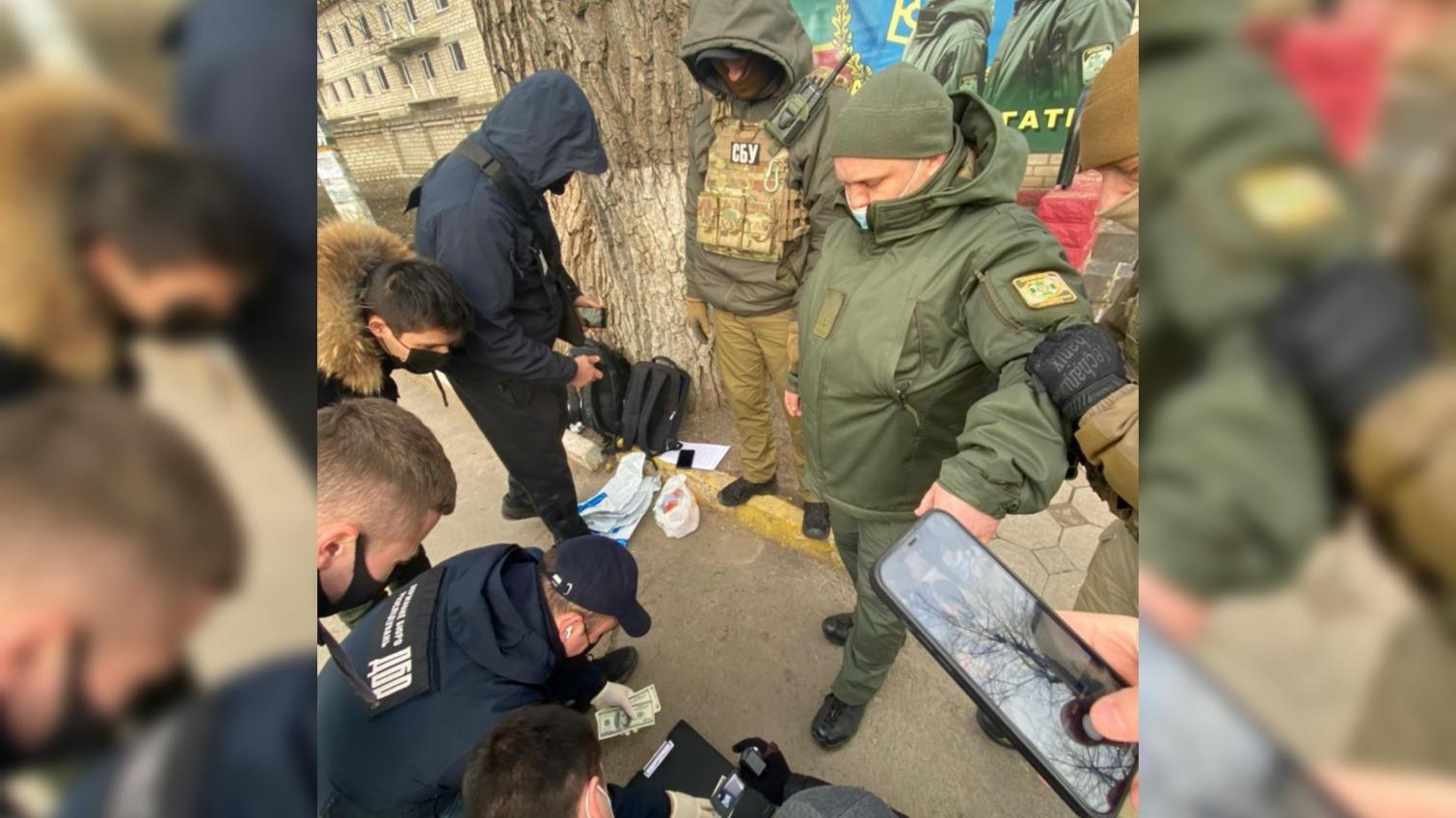 В Одесской области пограничник требовал 1200 долларов за перевоз груза (фото) «фото»