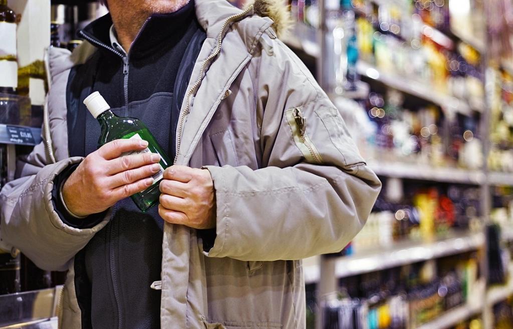 Украл алкоголь, машину и врезался в столб: одесситу дали условный срок «фото»