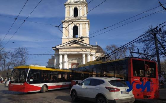 «Бесконтактное ДТП»: водитель бросил авто на Соборке и создал затор (фото) «фото»