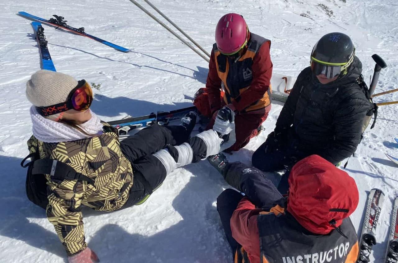 Одесситка получила травму на Драгобрате – ей помогли горные спасатели «фото»