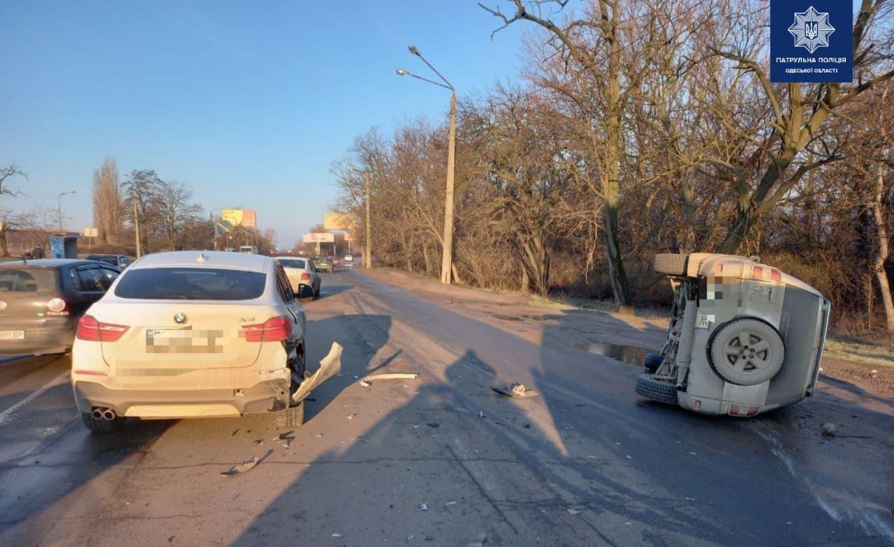 На Овидиопольской дороге перевернулся внедорожник (фото) «фото»