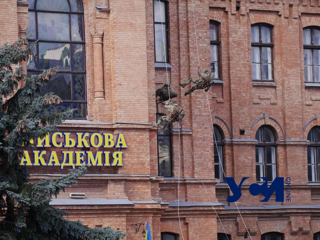 10 лет Одесской военной академии: бойцы продемонстрировали свою подготовку (фото) «фото»