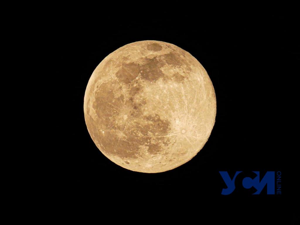 Выгляньте в окно: над Одессой взошла невероятная Луна (фото, видео) «фото»