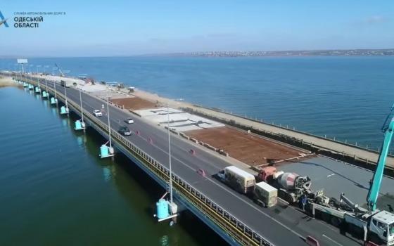 На Хаджибейском мосту заканчивают бетонирование трех полос (видео) «фото»