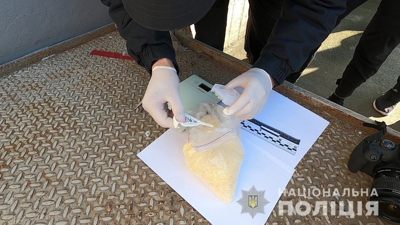 В Одессе мужчина получил килограмм наркотика по почте (фото, видео) «фото»