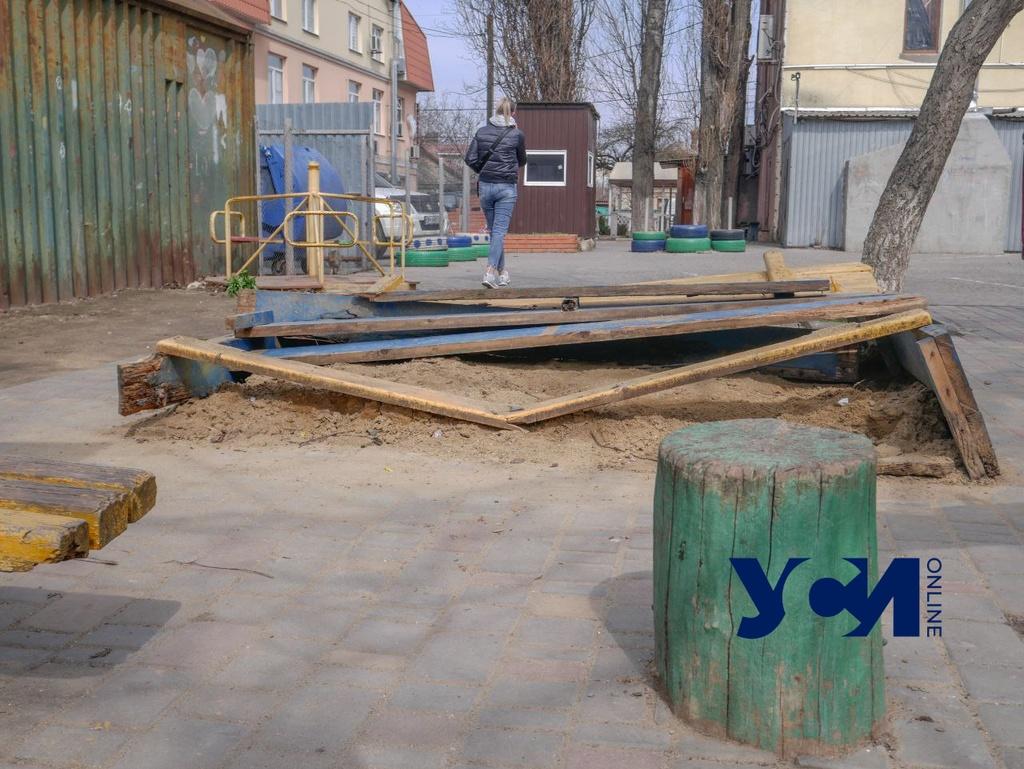 «Опасна для детей и взрослых»: жители Таирова просят отремонтировать детскую площадку (фото) «фото»