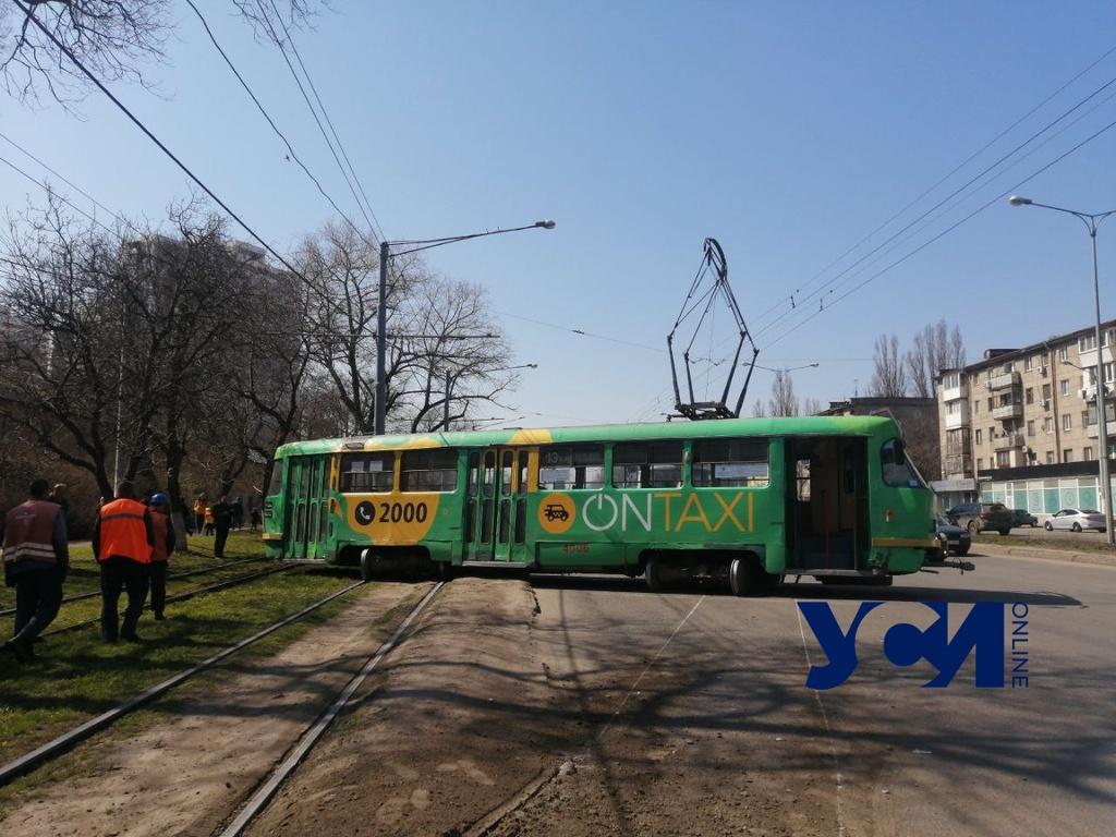 Трамвай сошел с рельсов и перегородил Люстдорфскую дорогу (фото, видео) ОБНОВЛЕНО «фото»