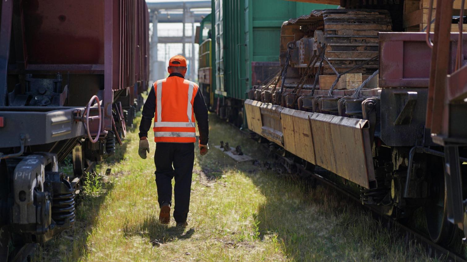 В Одессе составителю поездов отрезало ногу: спасти жизнь не удалось «фото»