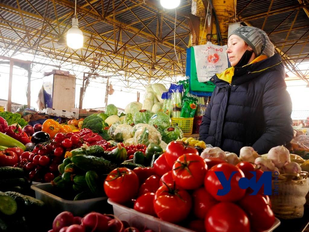 На одесских рынках запретили продавать более 9 тонн продуктов «фото»