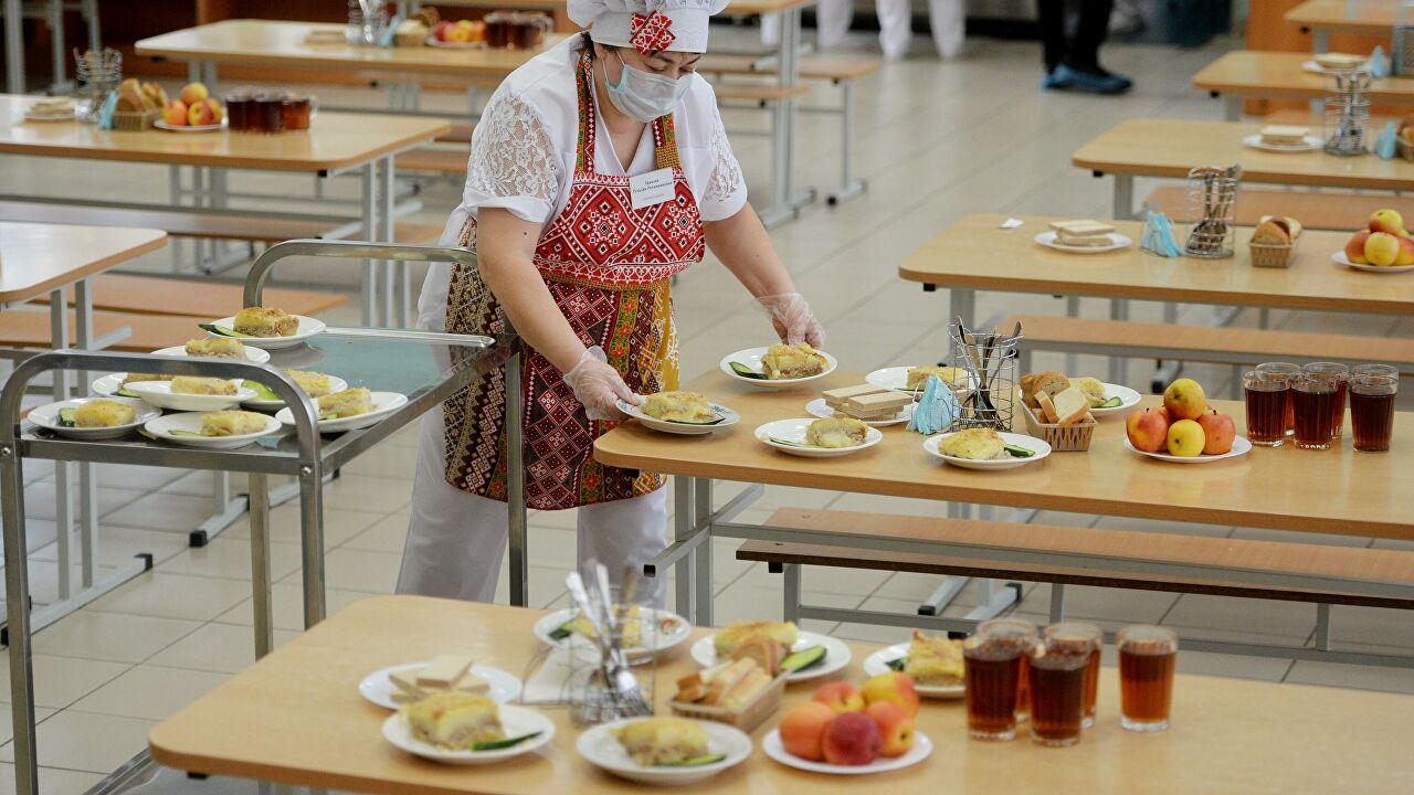 Нет сосискам, сахару и соли: в одесских школах ввели новое меню (аудио) —  УСИ Online