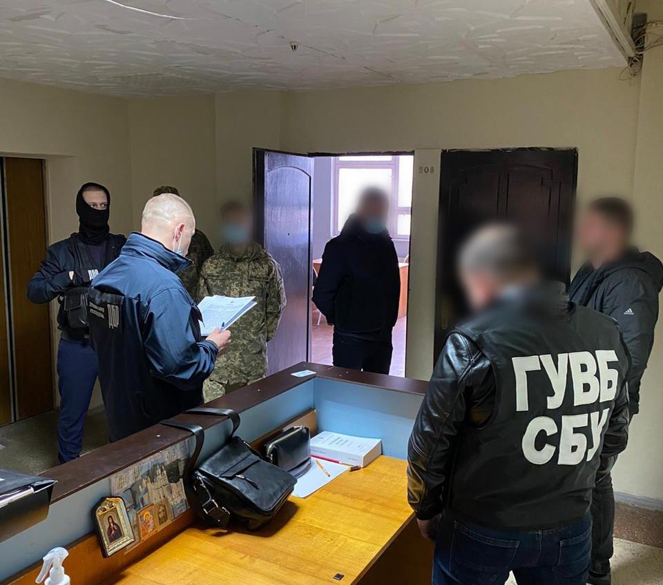Чиновник хотел подключить СБУ к «крышеванию» вылова креветки в Черном море (фото) «фото»