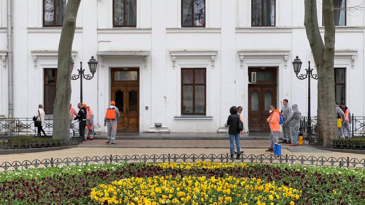 Одесскую мэрию обработали дезинфекторы: в здании вспышка COVID-19 (фото) «фото»