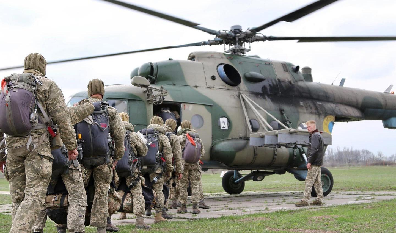 Разведчики и спецназ Одесской военной академии отрабатывают десантирование (фото) «фото»