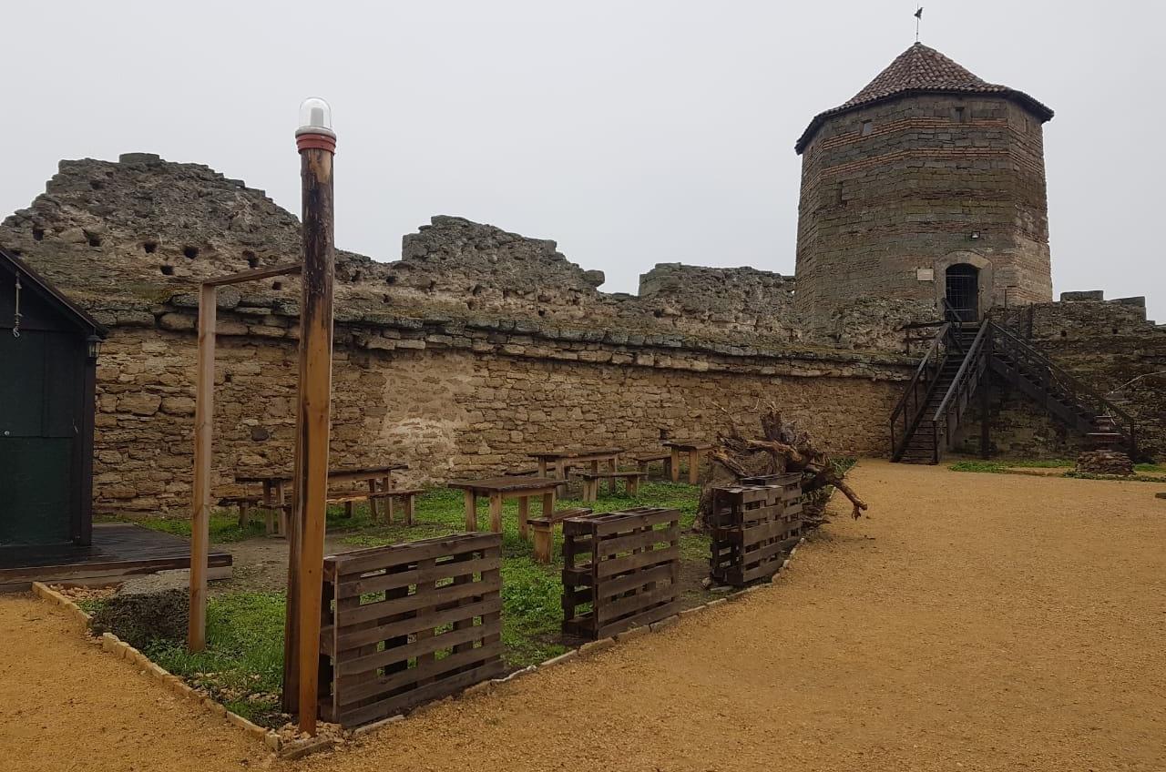 Историки бьют тревогу: незаконная канализация разрушает Аккерманскую крепость (фото, аудио) «фото»
