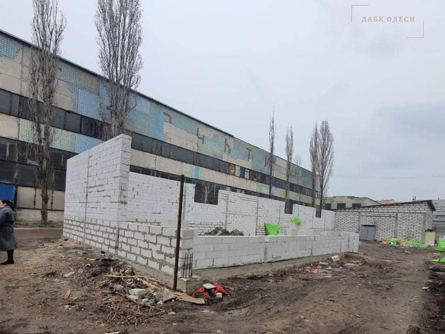 На Бугаевке затеяли незаконную стройку (фото) «фото»