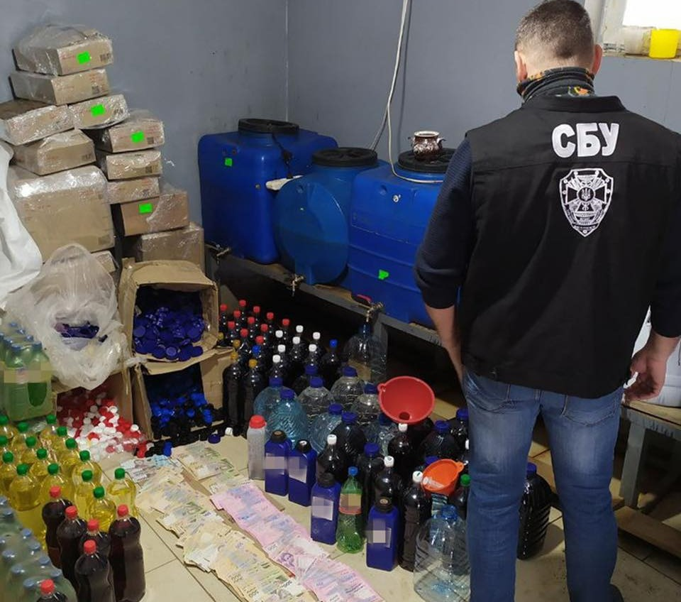 Суррогат на 10 миллионов: в Одесской области выявили опасный алкоголь (фото) «фото»