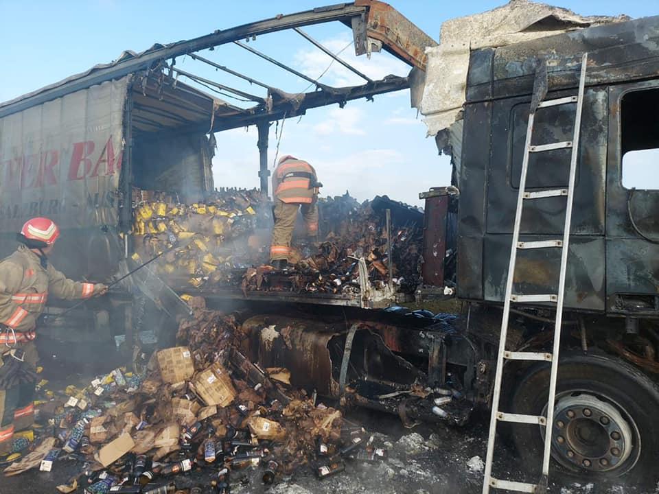 Фура с прицепом, груженая вином, сгорела под Одессой (фото) «фото»