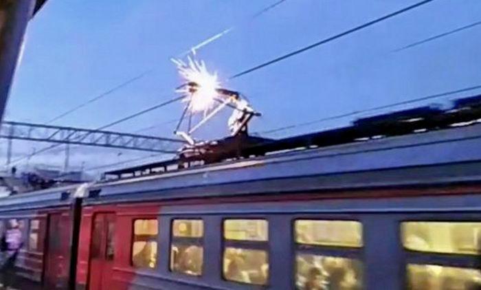 В Одессе подросток получил тяжелые ожоги: он полез на поезд ради селфи (Обновлено) «фото»