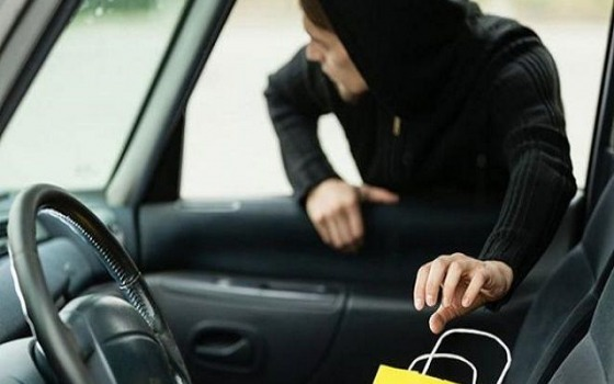«Чистил» авто: в Одессе задержали серийного грабителя (фото, видео) «фото»