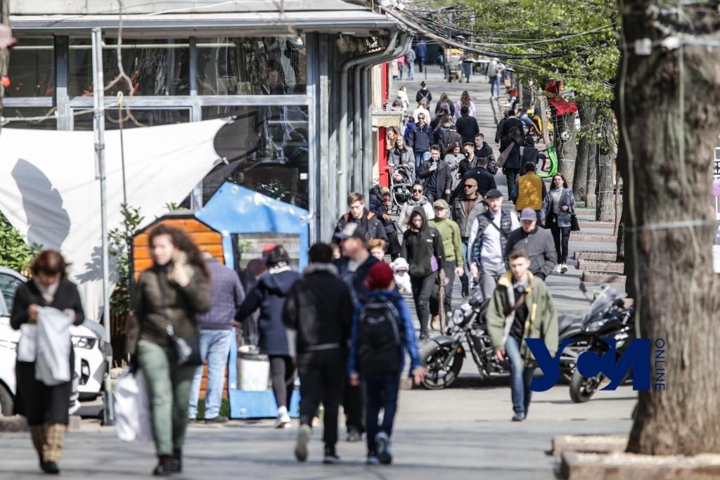 Прогулки, селфи и отдых в кафе: как выглядит центр Одессы после смягчения запретов (фото) «фото»