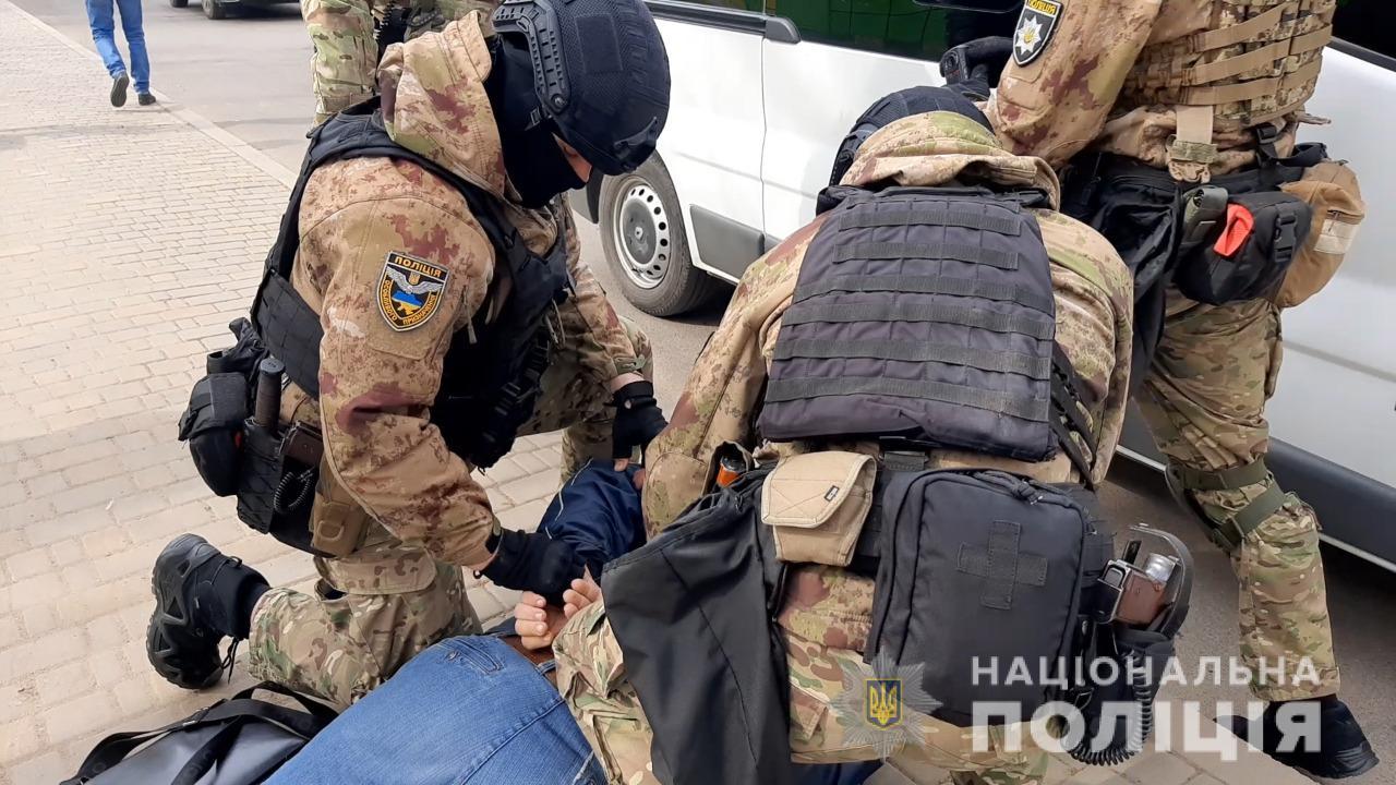 В Одессе задержали «оружейника»-самоучку: он переделывал стартовые пистолеты под боевые (фото) «фото»