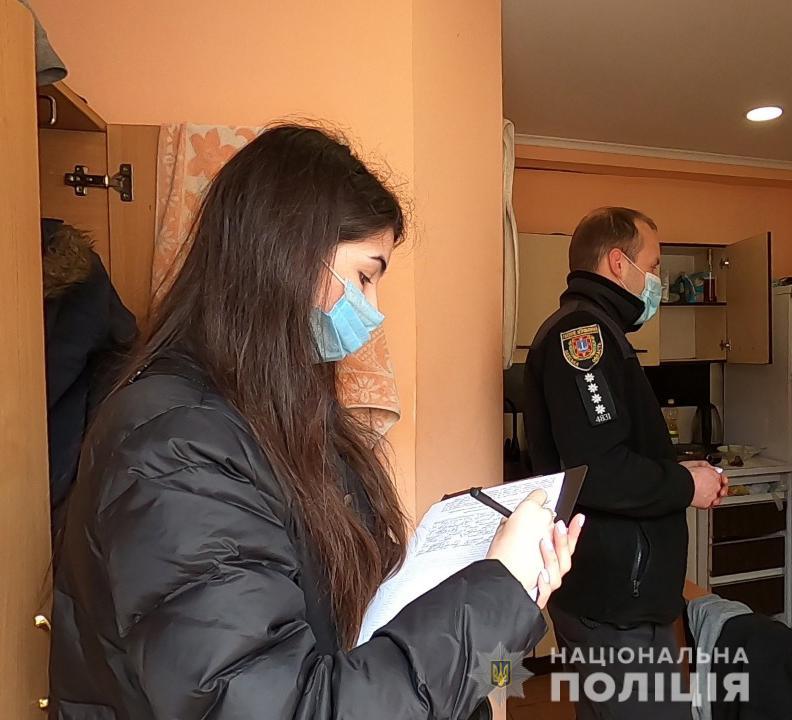 В центре Одессы мужчина зарезал ножом надоевшего соседа (фото, видео) «фото»