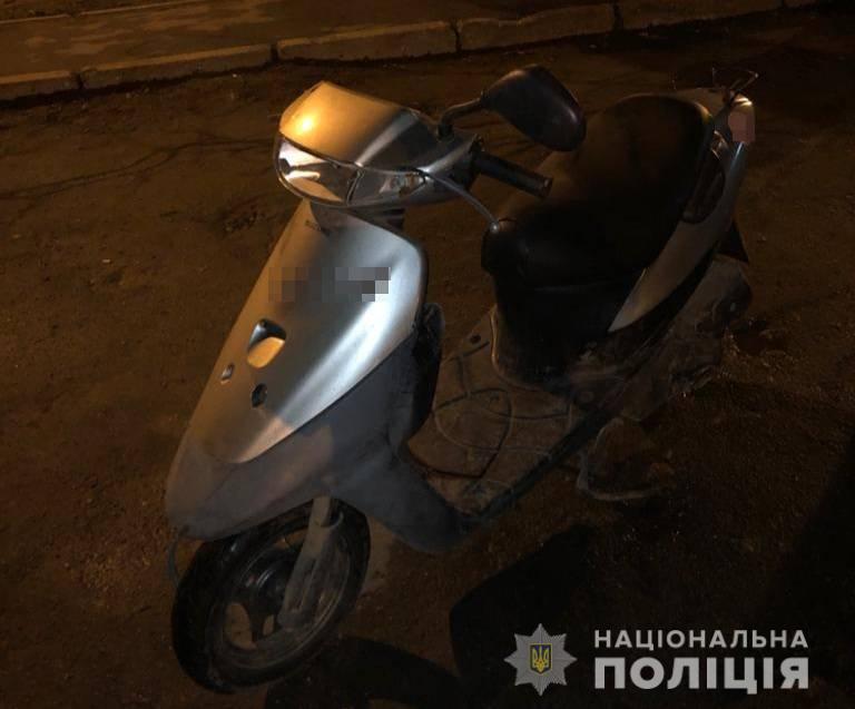 Хотели покататься: в Одессе двое подростков украли мопеды у студентов-иностранцев «фото»