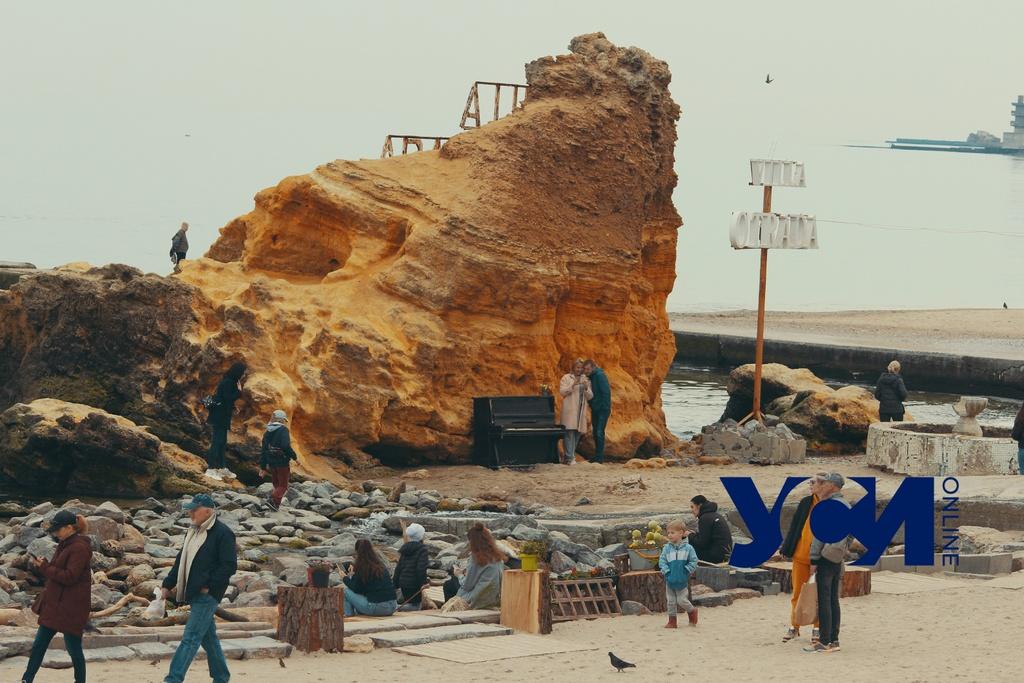 Фотолокации одесской Отрады: старенькое пианино, птицы и море (фото) «фото»